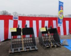 3月5日(土)日立建機日本(株)北関東支店宇都宮営業所「お客様感謝フェア2016(お客様感謝祭)」開催に伊藤商会 バケットクラッシャーガラバスタ、多機能フォークツカミーノシリーズを展示しました。