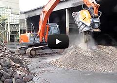 (株)伊藤商会が製作する建機アタッチメントの破砕機「ガラバスターⓇ」の動画異物除去機能つき(特許第5069805号)工場内での廃棄物のリサイクルに使用されています。バケットクラッシャー,ガラバスタ